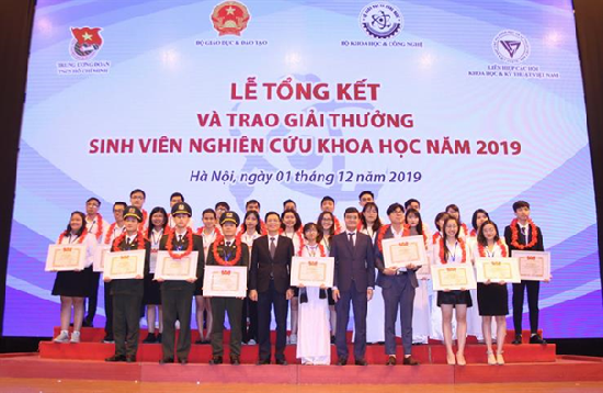 """Tổng kết và trao giải thưởng """"sinh viên nghiên cứu khoa học"""" năm 2019"""