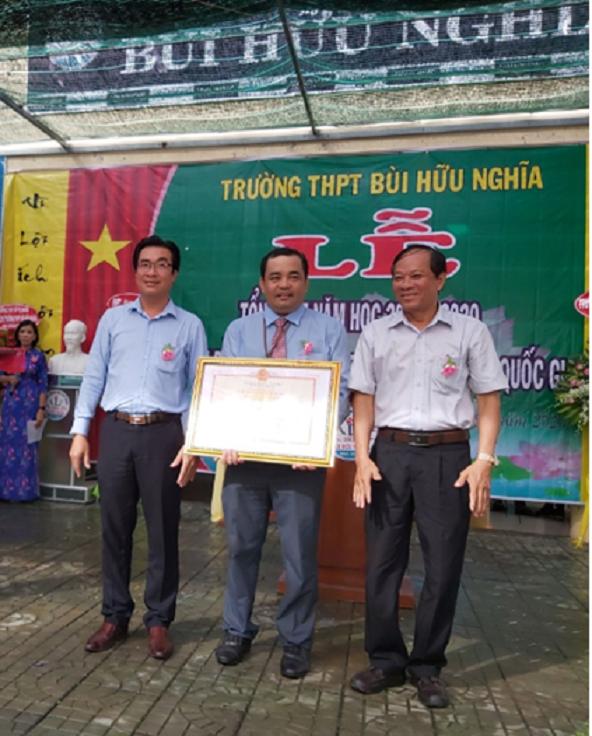 Trường THPT Bùi Hữu Nghĩa tổ chức lễ tổng kết năm học 2019-2020 và Lễ đón Bằng công nhận Trường đạt chuẩn quốc gia