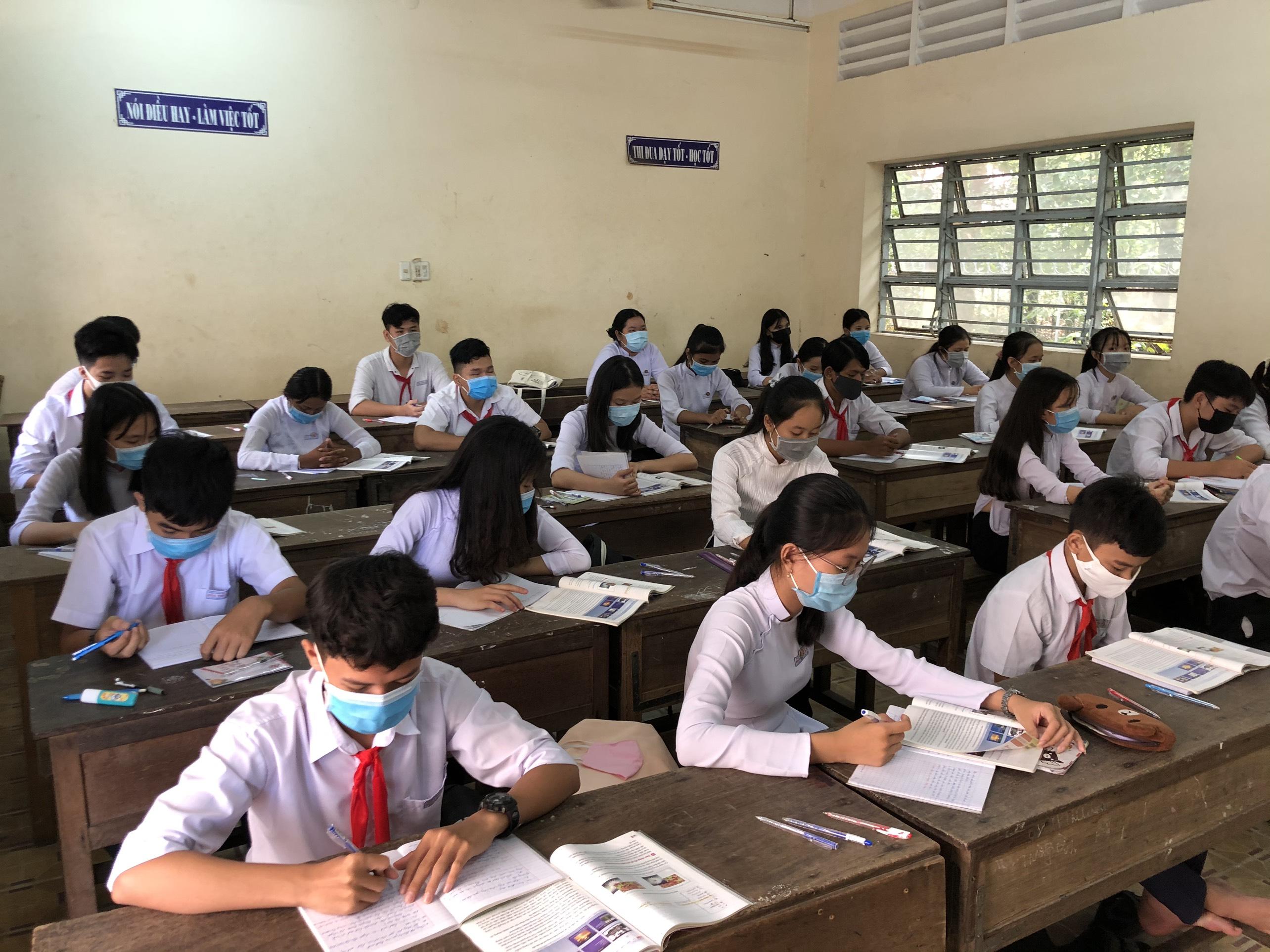 Trà Vinh: kiểm tra công tác phòng chống dịch bệnh Covid – 19 tại các trường học trong ngày đầu học sinh đi học trở lại