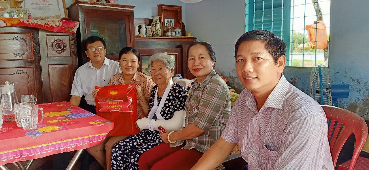 Ngành giáo dục và đào tạo Trà Vinh thăm và chúc thọ quý Mẹ Việt Nam anh hùng