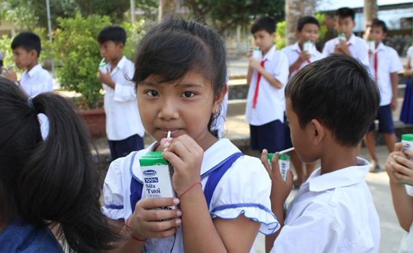 Gần 55 nghìn trẻ tỉnh Trà Vinh chính thức thụ hưởng sữa học đường