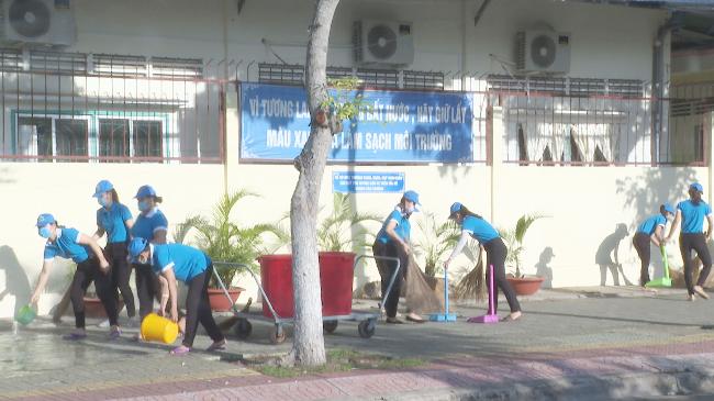 Ngành Giáo dục và Đào tạo tỉnh Trà Vinh tăng cường công tác vệ sinh môi trường, thu gom rác thải tại các đơn vị, Trường học chào mừng Đại hội đại biểu Đảng bộ tỉnh Trà Vinh lần thứ XI, nhiệm kỳ 2020 – 2025