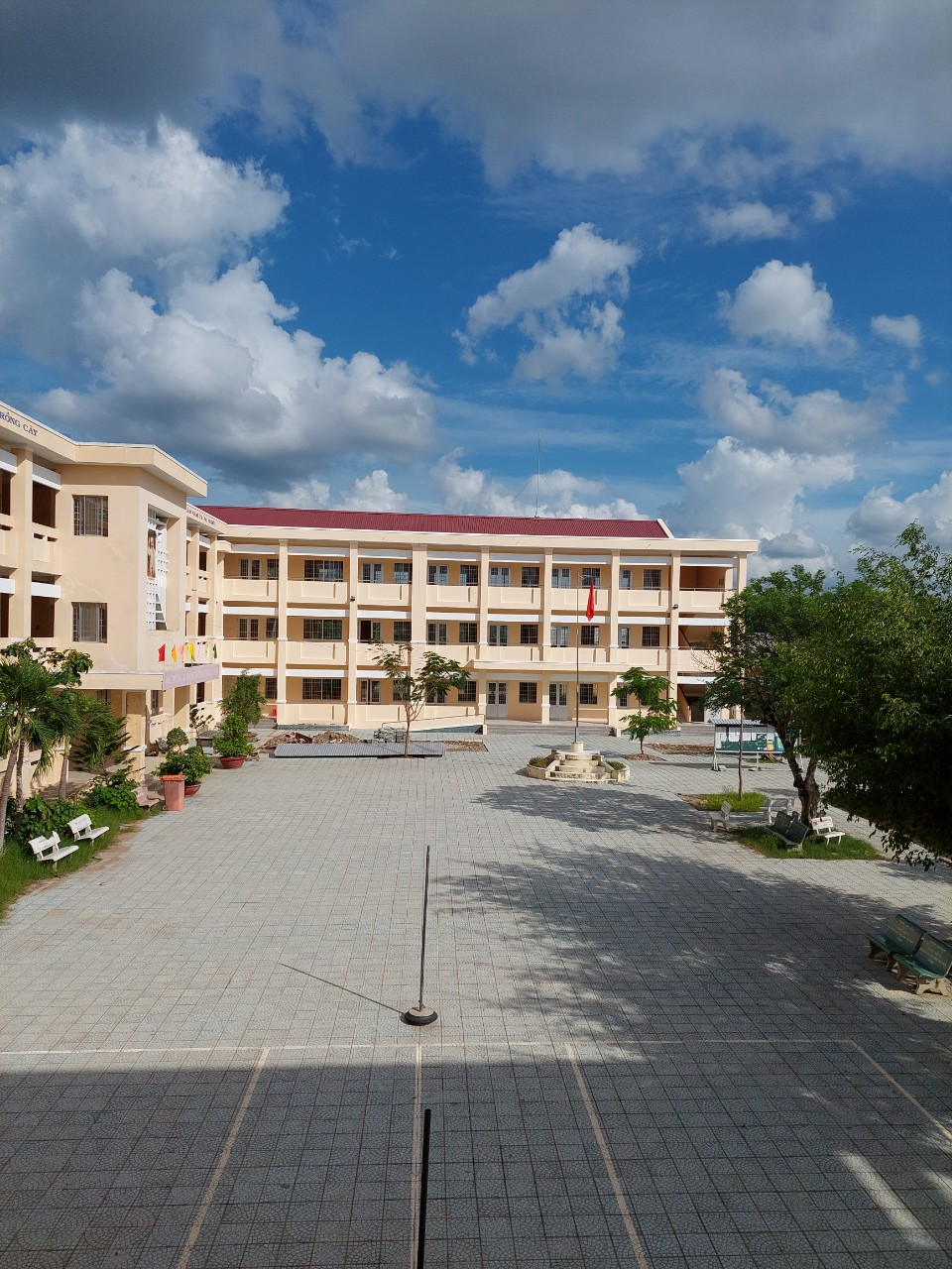 Nghiệm thu bàn giao công trình trường THPT Hồ Thị Nhâm sau 270 ngày thi công