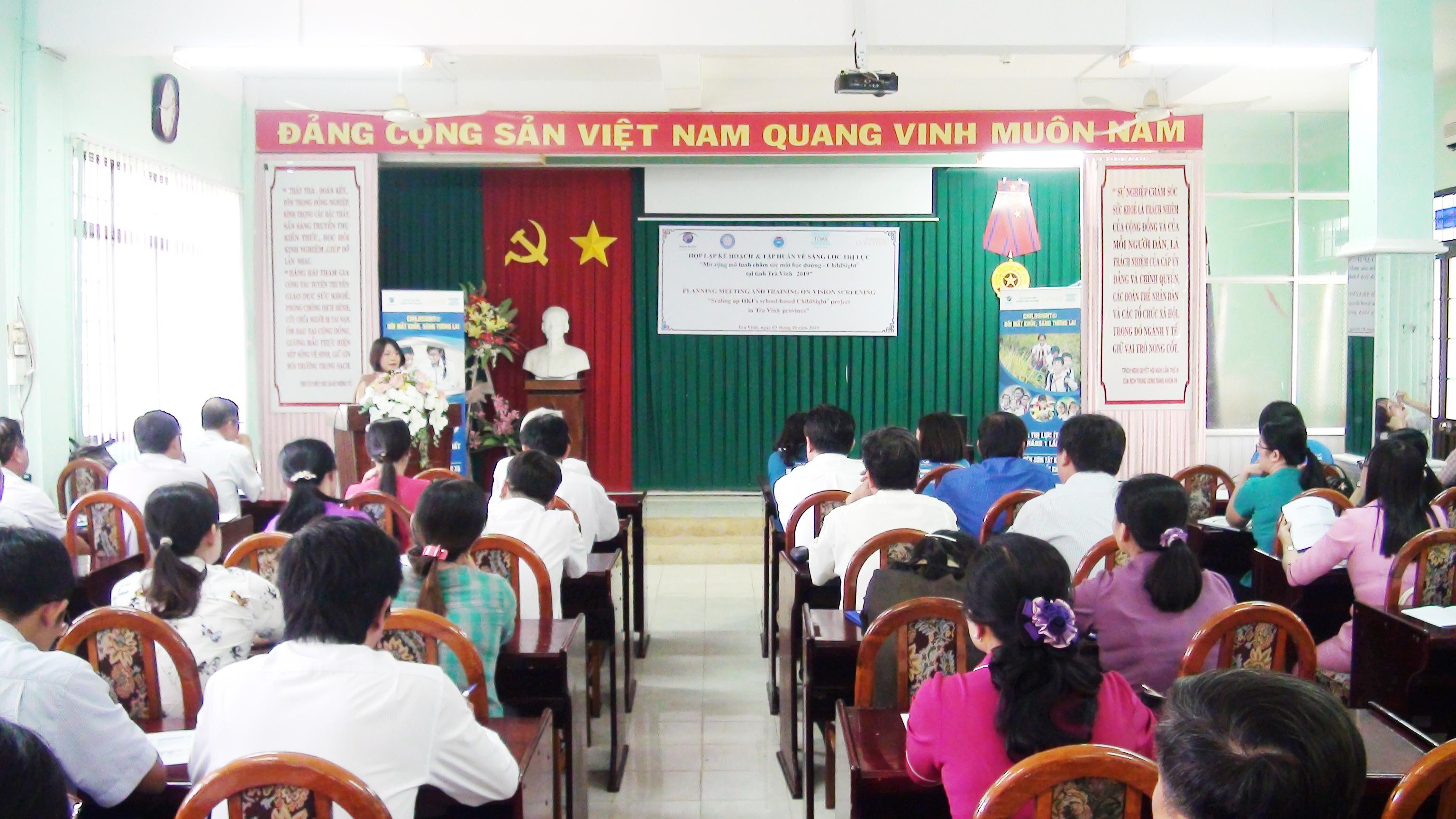 """Hội nghị triển khai, tập huấn về sàng lọc thị lực """" Mở rộng mô hình chăm sóc mắt học đường"""" tại tỉnh Trà Vinh năm 2019."""